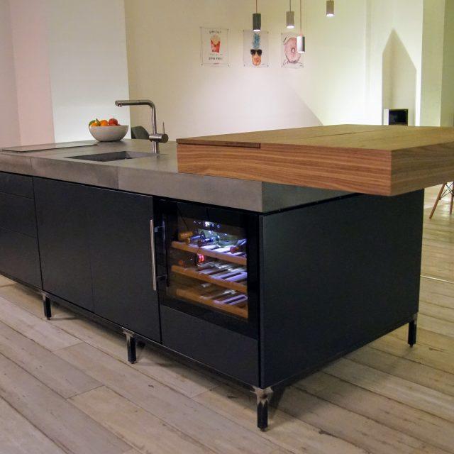 Freistehende Moderne Kücheninsel (Unsere Showroom Küche)