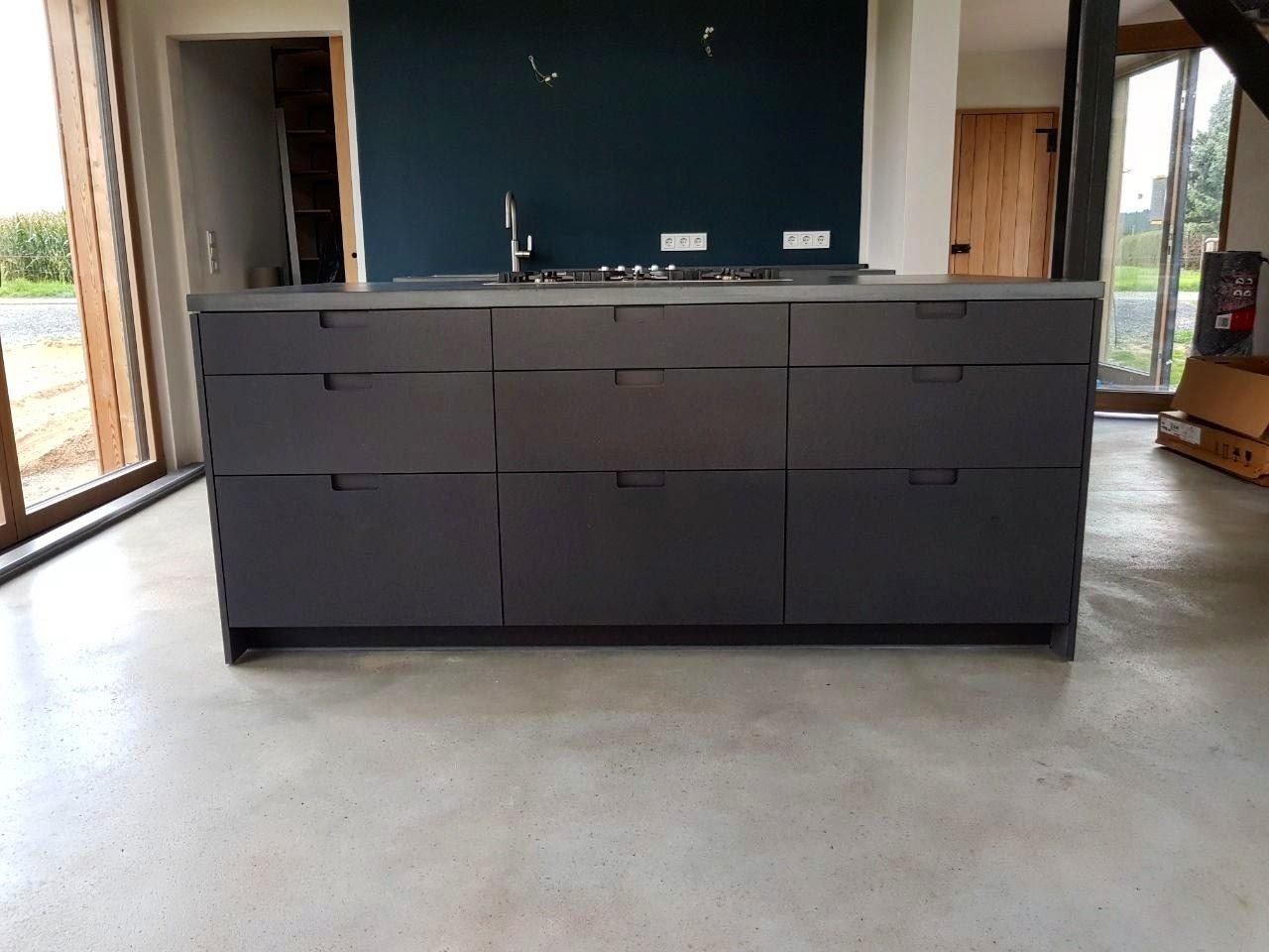 k chenlandschaft in valchromat mit k chenarbeitsplatten. Black Bedroom Furniture Sets. Home Design Ideas