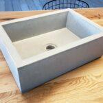 Kleines Betonwaschbecken