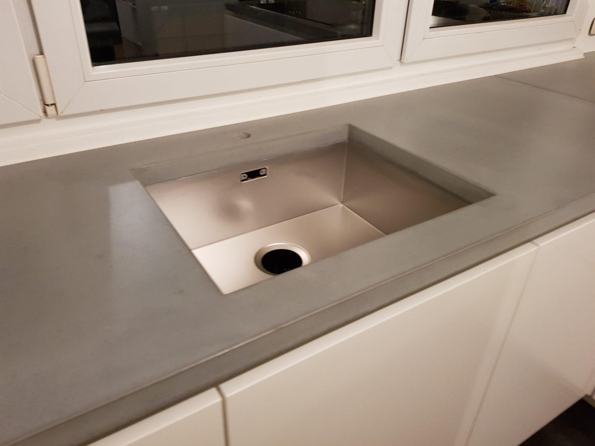 individuelle arbeitsplatte aus beton | b&k design