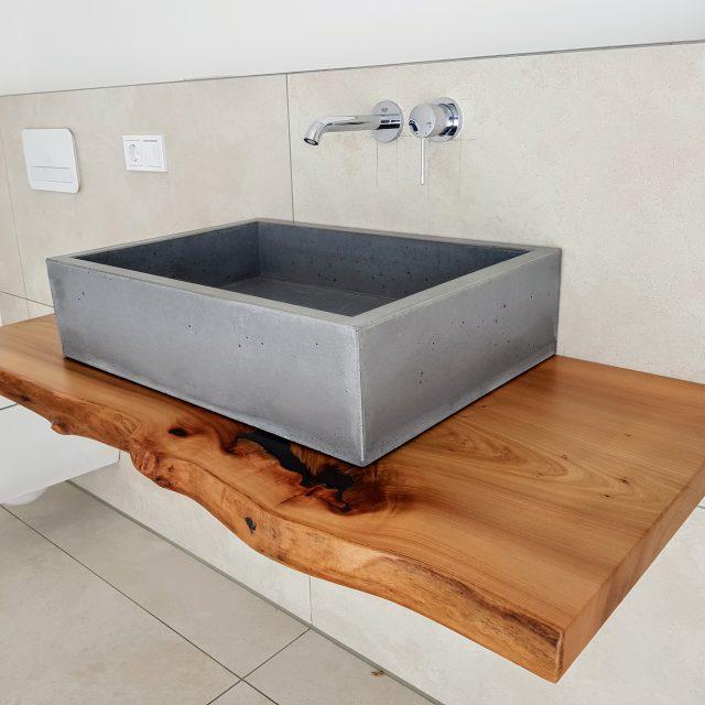 Waschtisch in Holz und Beton