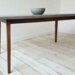 Skandinavischer Esstisch aus Beton und Holz