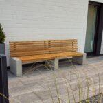 Gartenbank in Bankirai und hellem Beton