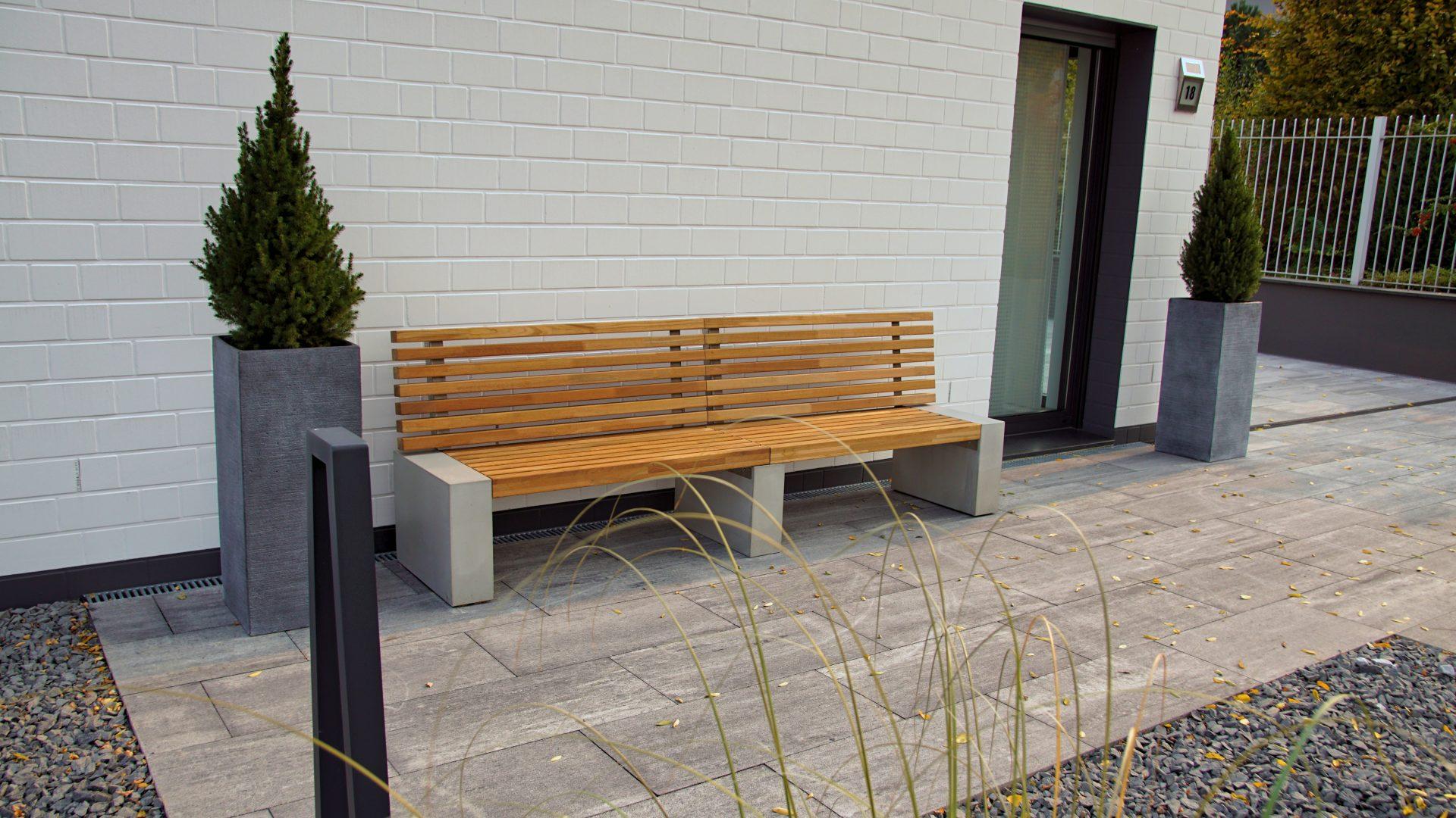 gartenbank in bankirai und hellem beton | b&k design