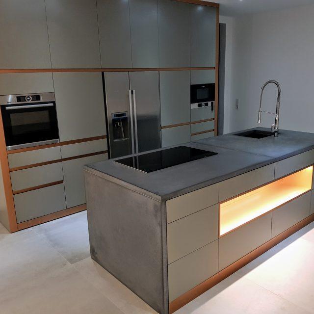Küche, Bad und Schiebetür