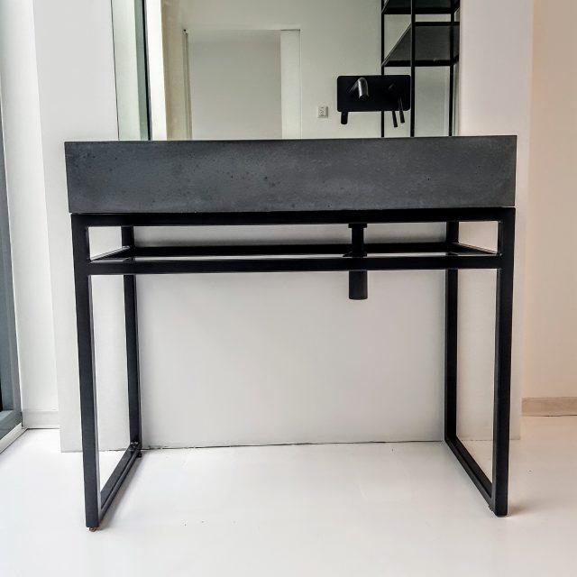 Design-Waschtisch aus Beton