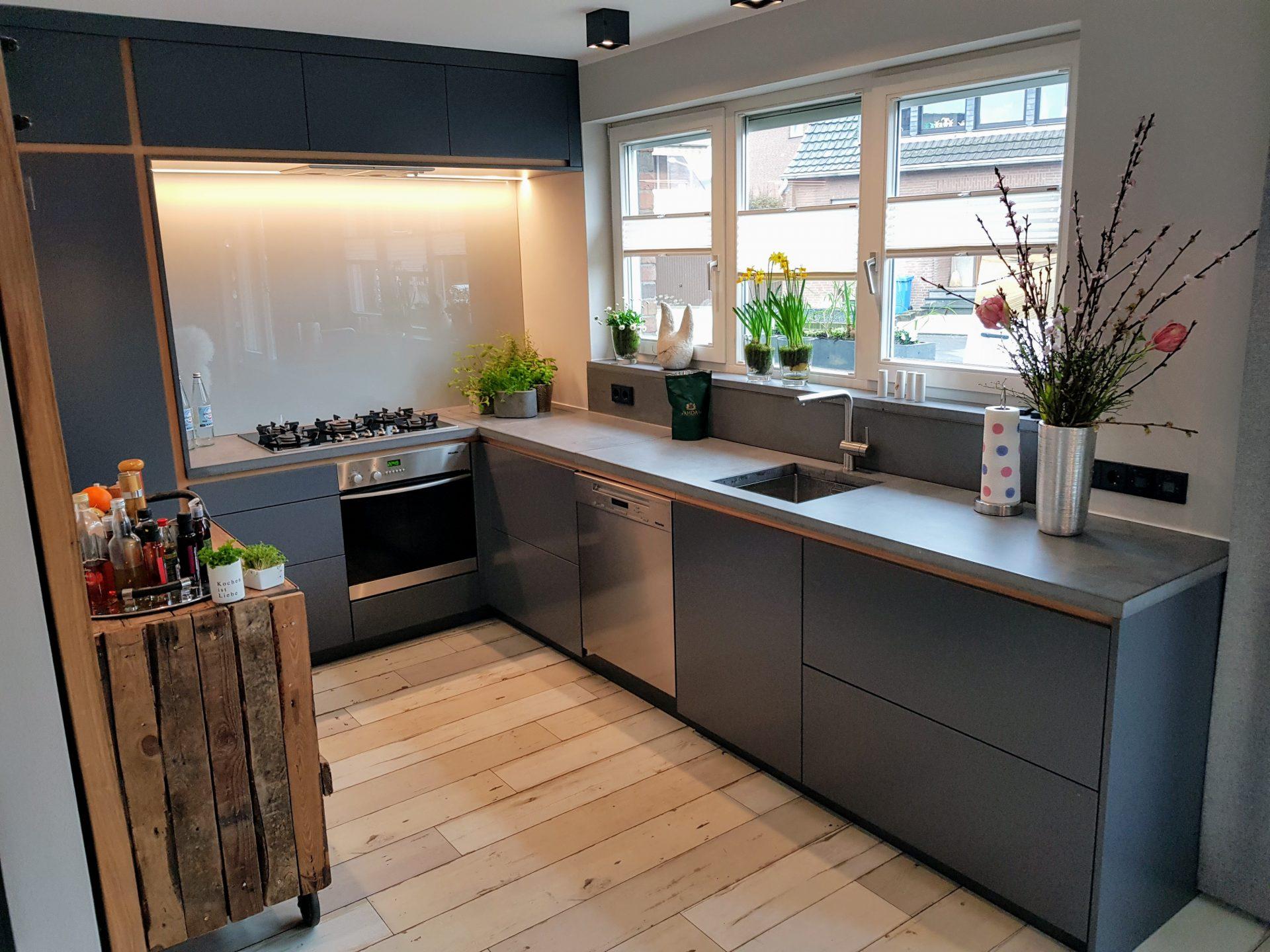 Traumküche aus Holz und Beton | B&K Design