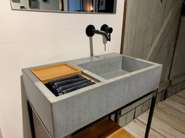 Beton Waschbecken S mit Ablage