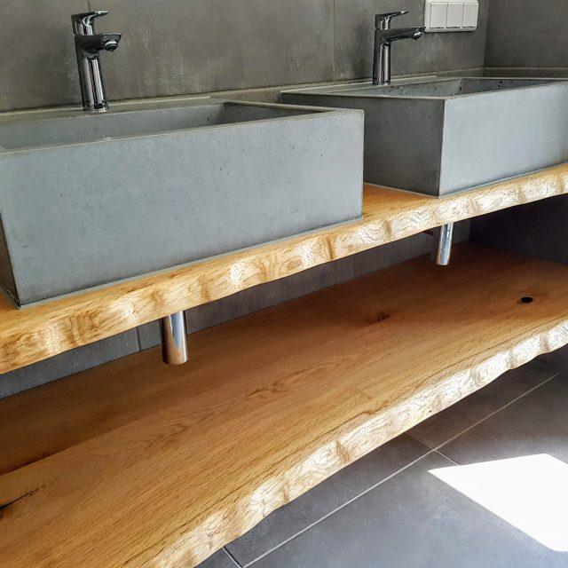 Beton Waschbecken M mit Bohlen aus Eiche
