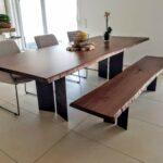 Esstisch und Sitzbank aus Nussbaum