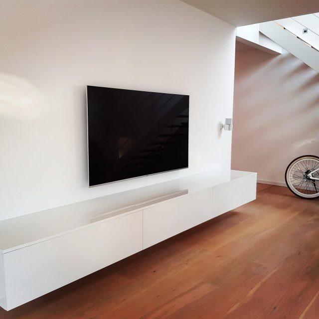 Weißes Hochglanz Sideboard und Einbauschrank mit Spiegel