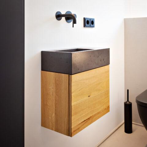 XS Beton Waschbecken mit schwebenden Unterschrank aus Eiche