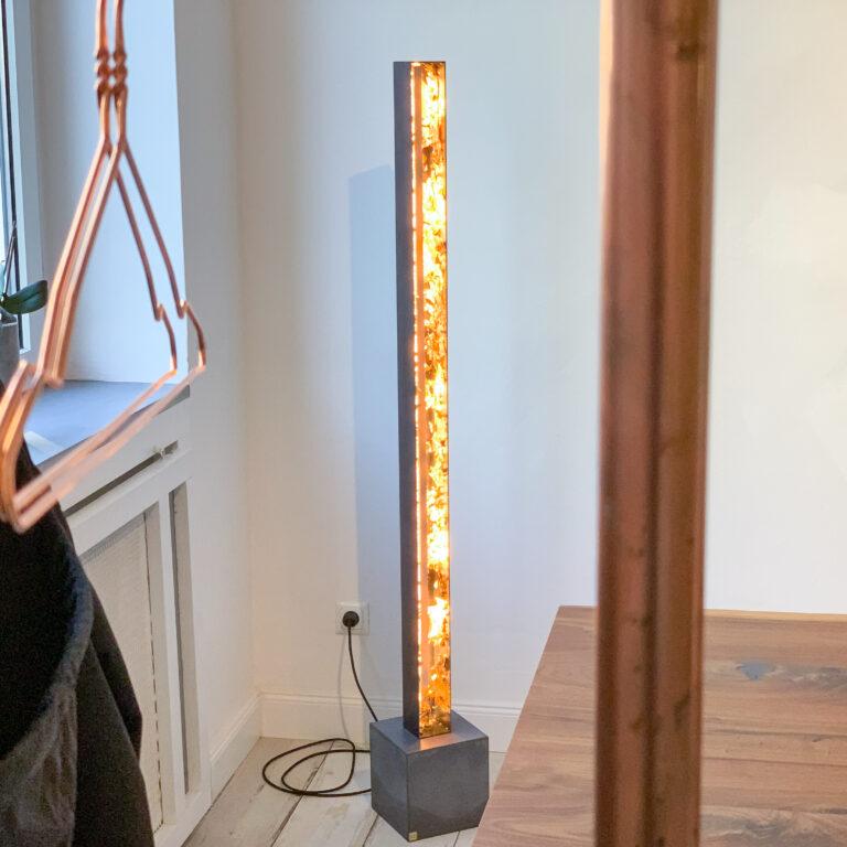 Designer LED Stehleuchte mit Blattgold