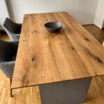 Moderner Design-Esstisch aus Eiche und Beton
