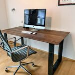 Design Schreibtisch aus Nussbaum und Stahl