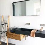 Waschtisch-Kombination aus Beton und Massivholz