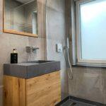 Unsichtbarer Spiegelschrank mit Waschtisch