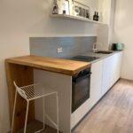 Kleine Küchenlösung mit Sitzgelegenheit