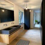 Begehbare Ankleide mit integriertem Badezimmer