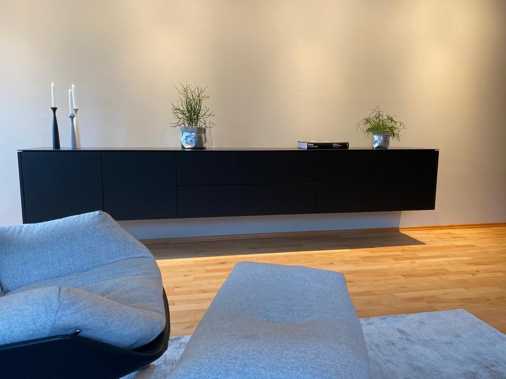 Schwarzes Freischwebendes Sideboard Aus Mineralwerkstoff B K Design
